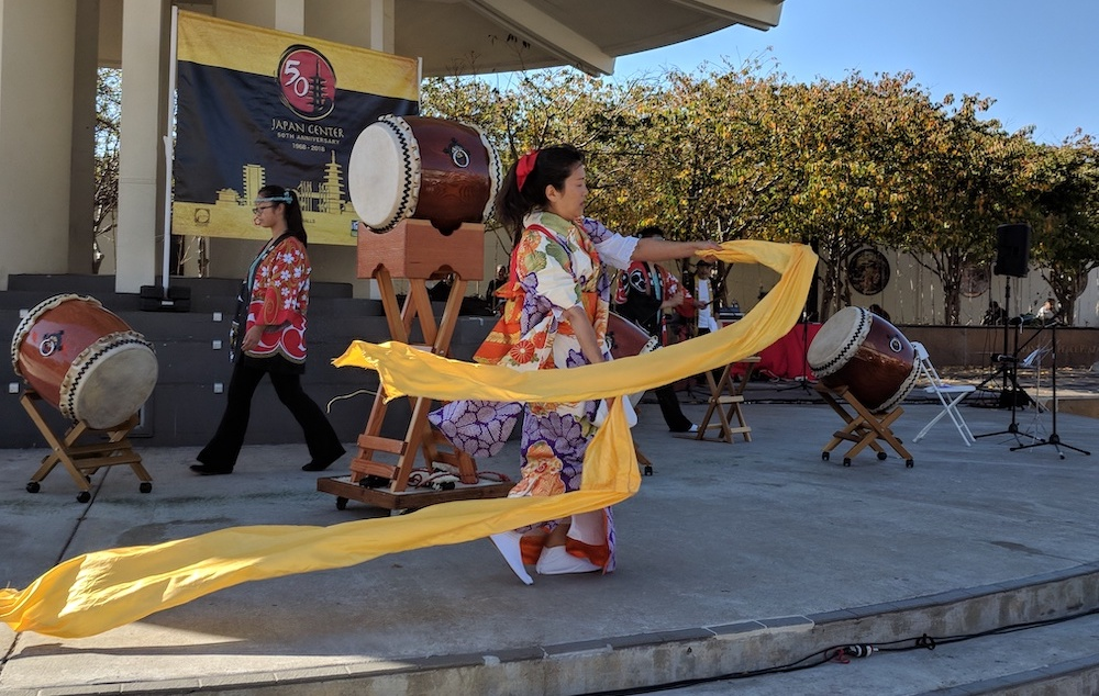 Children playing taiko drums